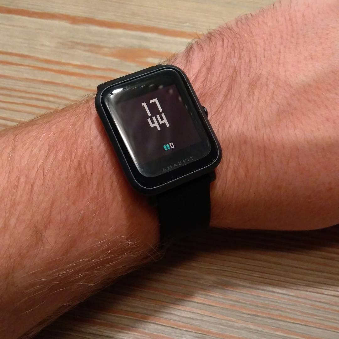 Review: Amazfit Bip - The Apple Watch Clone!